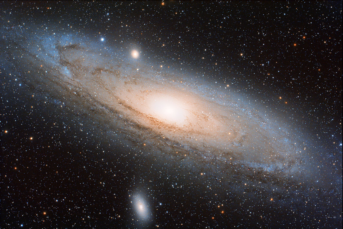 Andromeda galaxy (M 31) with M32 and M110 photographed from Spelada by Alessandro Di Giusto: 351 KB
