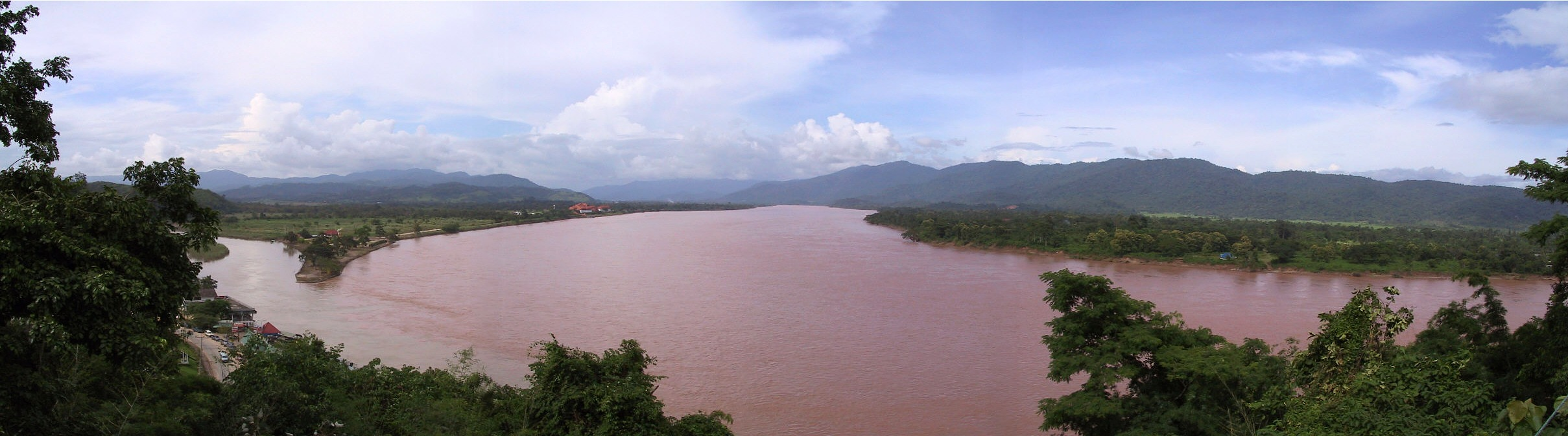 Mekong river: 346 KB; click on the image to enlarge